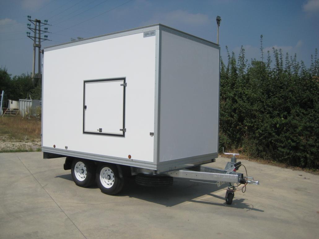 Rimorchi furgonati trasporto cose moto quad kart ecc for Bertuola rimorchi