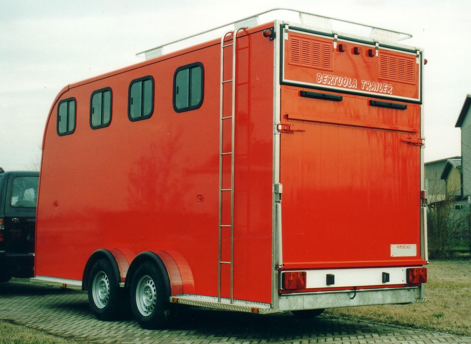 Rimorchio trasporto cavalli bertuola trailer srl for Bertuola rimorchi