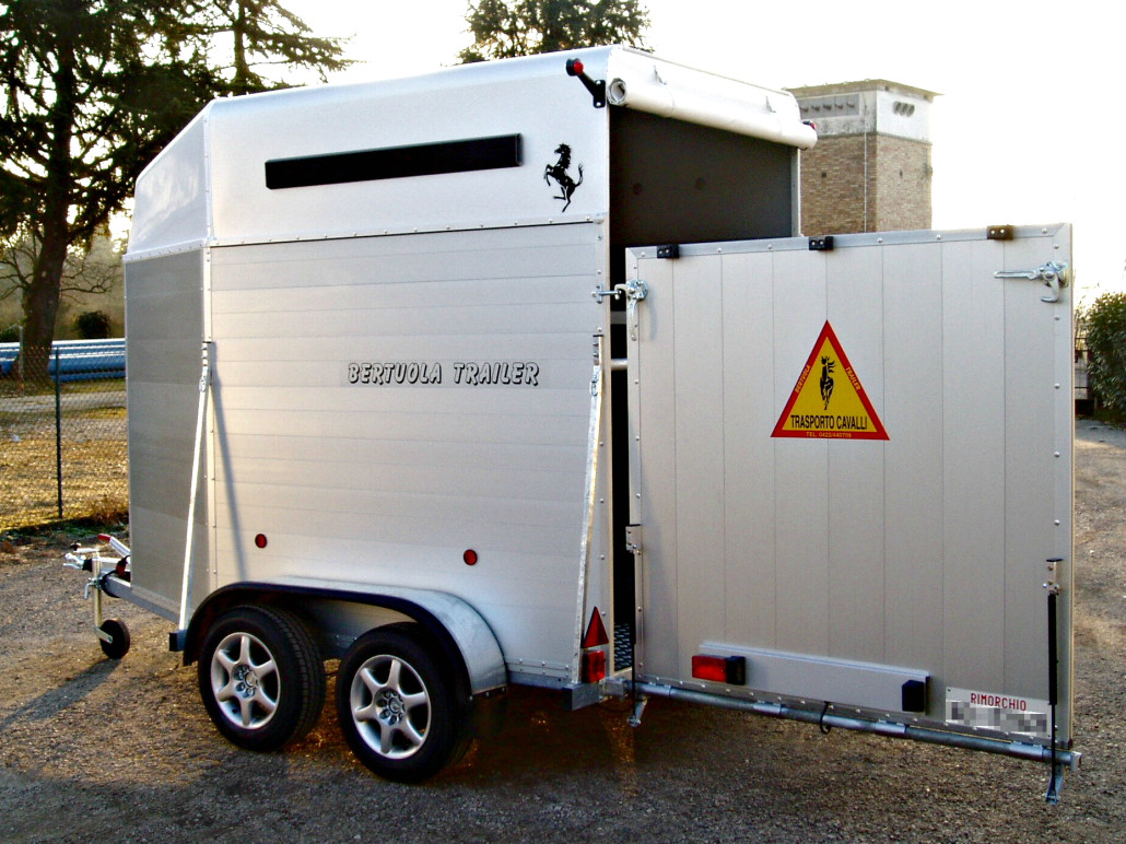 trasporto cavalli tc 2 light bertuola trailer srl