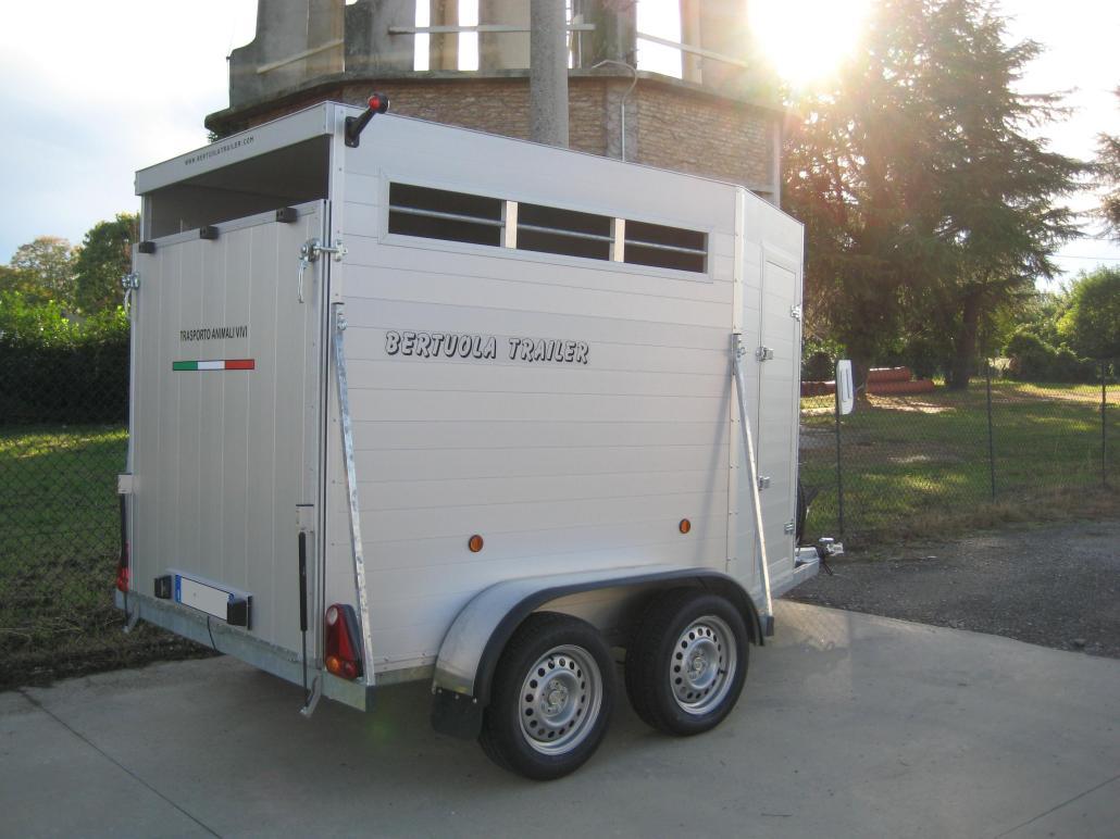 Rimorchio trasporto animali tc 20 bertuola trailer srl for Bertuola rimorchi