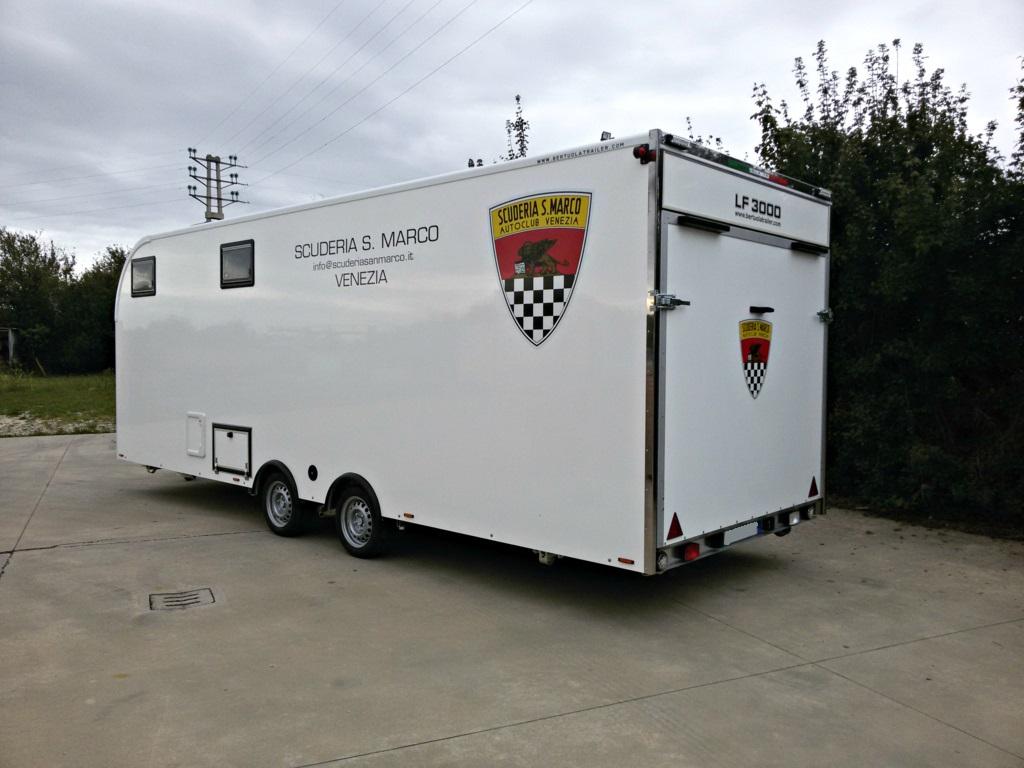 Rimorchio furgonato auto lf 3000 con living for Garage mobile per auto
